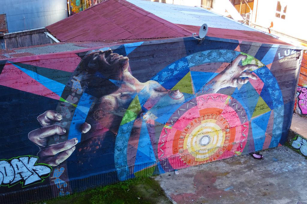Luz, a mural by the Vida in Gravita crew in Valparaíso