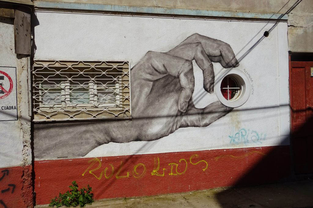 Valparaíso street art often incorporates aspects of buildings into visual creations
