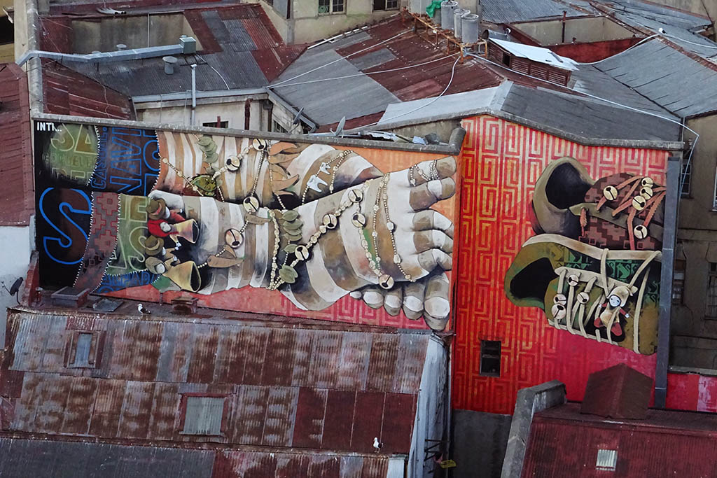 Discovering street art is one of the top things to do in Valparaíso