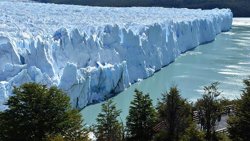 Small group tours in Argentina visit Perito Moreno Glacier