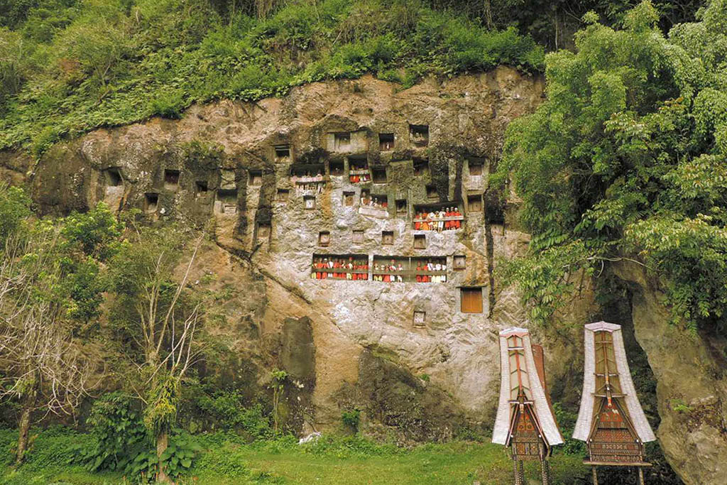 Burial sites Sulawesi